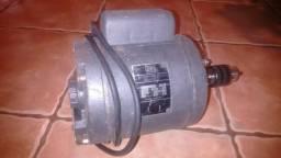 MOTOR ELÉTRICO WEG, ½ HP (CV), Monofásico, 110V, 1730 RPM, Eixo duplo, Polia ou Mandril