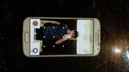 Vendo esse telefone Samsung S4 pelo preço de 500 reis máximo 450