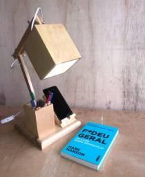 Luminária em madeira