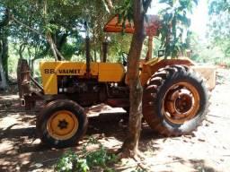 Vendo dois tratores e implementos agrícolas