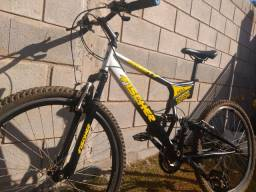 Bicicleta aro 26 full suspencion Fischer