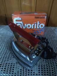 Ferro anos 60 , na caixa , nunca usado !!!