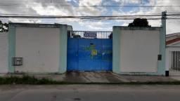 Galpão com casa uma pequena em frente ao posto de saúde na vila popular