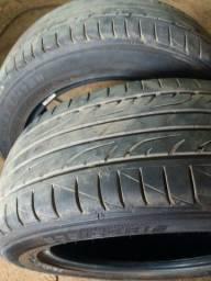Vendo um par de pneus dunlop $350