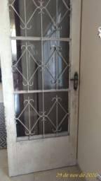 Porta de ferro padrão com fechadura