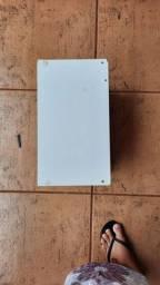 banco branco de madeira