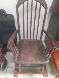 Linda cadeira com rodízio
