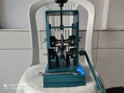 Máquina de descascar fios flexíveis
