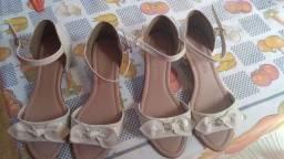 Vendo as duas sandália nova só foi usada uma vez Vendo as duas por 60 número 31