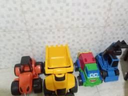 Vendo Caminhões de brinquedo