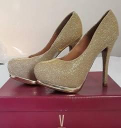 Título do anúncio: Scarpin Meia Pata Dourado com Guiter - Sapato Feminino Vizzano Usado - Nr.38