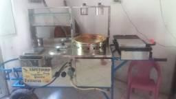 Carroça de espetinho, frituras e cachorro quente