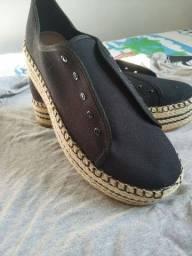 Dois pares de sapato feminino e masculino novos