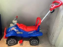 Carrinho p crianças com opção de pedal