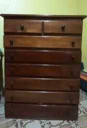 Cômoda de madeira mista com oito gavetas