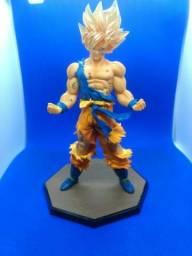 Action figure goku super sayajin novo na caixa original