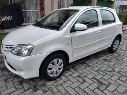 Toyota Etios 1.3 X, 15/16, novíssimo, 43.000 km, branco pérola, estudo troca