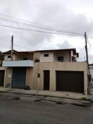 Casa duplex na AV Edílson Brasil Soares, bem próximo da AV W.Soares