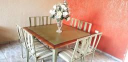 Mesa de ferro com 8 cadeiras almofadada