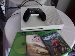 Xbox one 1tb com jogos (muito conservado)