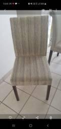4 cadeiras estofadas com pés em madeira