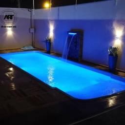 Espaço de festa com piscina e churrasqueira disponível para locação de 12 horas