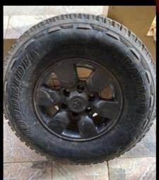 Jogo de roda 15 com 2 pneus