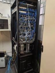 Rack de piso rede telefonia montado com 3 switch 24 portas