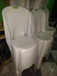 Alugo mesas e cadeiras para eventos