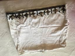 Conjunto de saia e blusa bordado