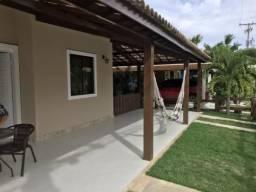 Casa no Residencial Praia de Buraquinho com 4/4 e 250m² no por R$ 720 mil!