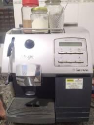 Máquina de café expresso SAECO.