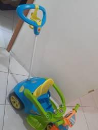 Triciclo Carrinho de Passeio Baby Trake Evolution, com pedal Viemme.