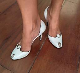 Sandália vintage linda tam. 35