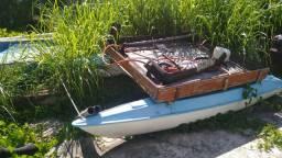 Catamarã a vela transformado em barco