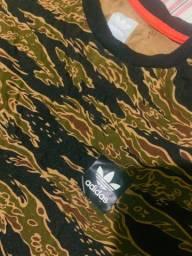 Camiseta adidas camuflada