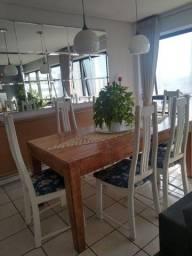 Cadeiras de madeira laqueadas