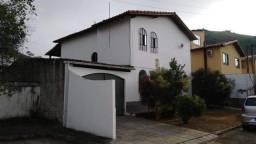 Casa dúplex com três quartos