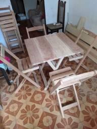 Conjunto de mesa e cadeiras em cedro