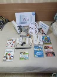 Vendo Nintendo Wii completo em perfeito. 6 jogos e acessórios. Console desbloqueado