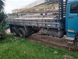 Alugo caminhão truck 100 motorista manutenção por conta do locador