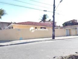 Casa com 4 quartos, esquina com Rua José Justa.