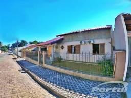 Casa com 3 quartos, sendo 1 suíte, no bairro da Velha. A casa possui deliciosos cômodos se