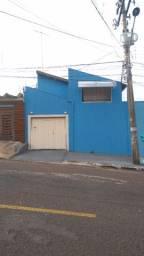 Casa a 40 metros da via-parque (Rua das Garças)