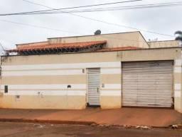 CASA TRÊS QUARTOS DUAS SUÍTES BAIRRO SANTO ANTÔNIO CAIXA LEILÃO ITUIUITABA-MG