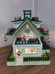 Casinha Grande de Natal Decorada e Iluminada