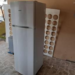 Vendo geladeira  730 reais