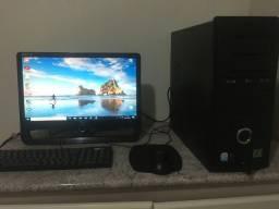 Computador completo, com teclado e mouse!!