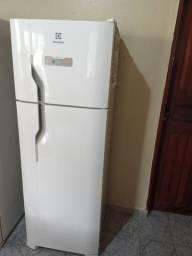 Título do anúncio: Vendo ou troco em TV smart geladeira Electrolux