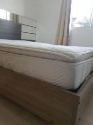 Cama e colchão de molas de casal